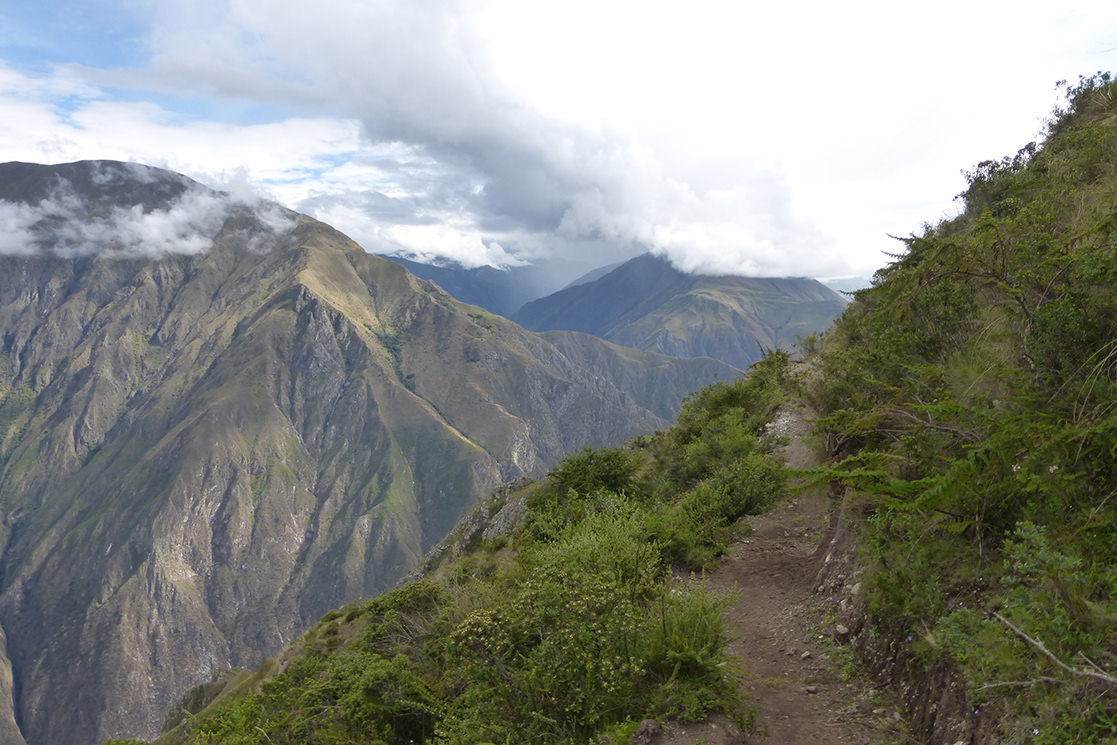 Hiking to the Condor Vewpoint - Andean Spirit
